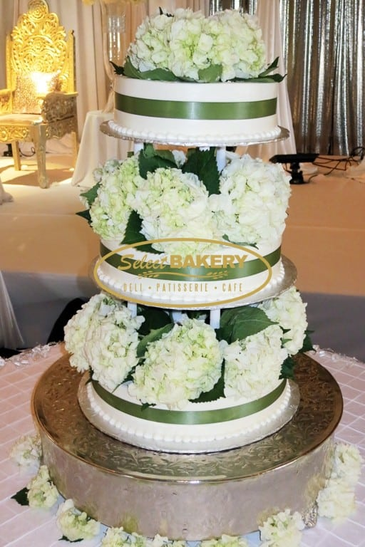 Wedding Cake w. Real Flower